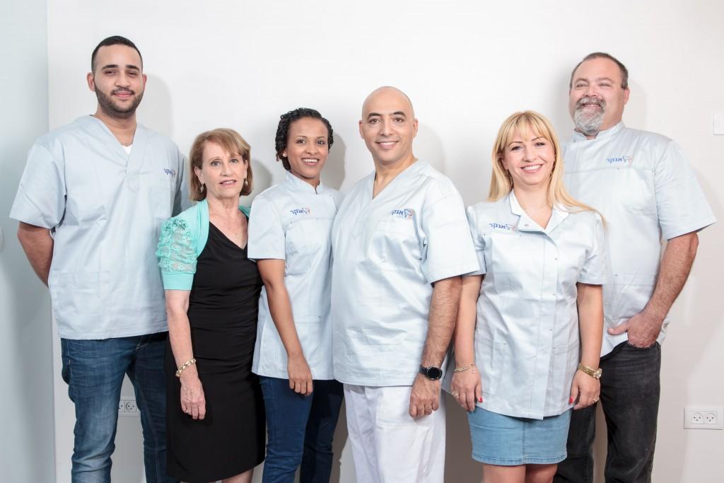 צוות של מרפאת שיניים של ד''ר אנקר ביהוד